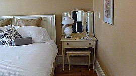 202sidetable.p.jpg: 1024x576, 73k (August 05, 2015, at 12:14 PM)